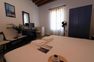 A bed or beds in a room at Smaragda Rooms & Studios