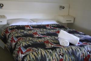 A bed or beds in a room at Beltana Biggie