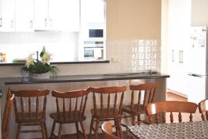 A kitchen or kitchenette at Beltana Biggie