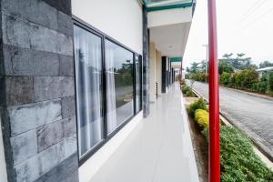 A balcony or terrace at RedDoorz Plus near Kualanamu Airport