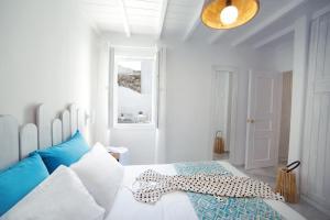 Un ou plusieurs lits dans un hébergement de l'établissement Mykonos Town Suites