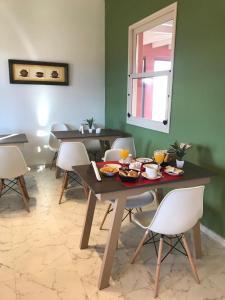 Un restaurant u otro lugar para comer en Posada Villa Pituil
