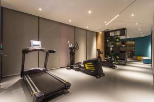 The fitness centre and/or fitness facilities at Mercure Suzhou Downtown