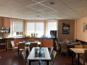 Ein Restaurant oder anderes Speiselokal in der Unterkunft Euro-Hotel
