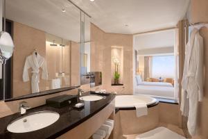A bathroom at Conrad Dubai