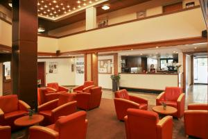 The lounge or bar area at H+ Hotel Goslar