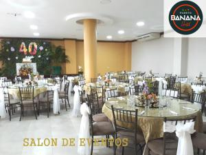 A restaurant or other place to eat at Hotel Puerto Banana