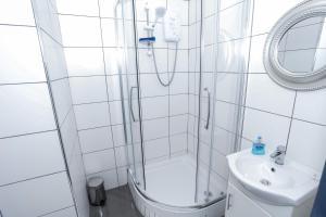 A bathroom at Beckenham Park Hotel