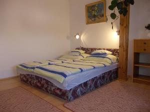 Postel nebo postele na pokoji v ubytování Judit Vendégház