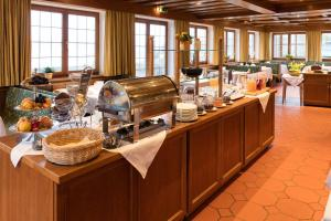 A restaurant or other place to eat at SeeHotel Wassermann