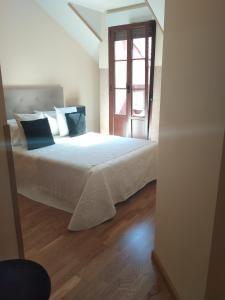 A bed or beds in a room at Apartamento Conde Luna