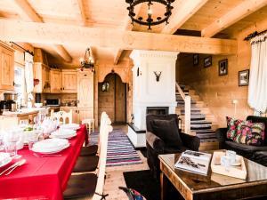 Restauracja lub miejsce do jedzenia w obiekcie TatryTOP Miśkowa Ostoya