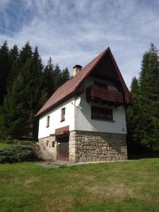 Budova, kde se chata nachází
