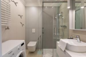 A bathroom at Ambria Rose