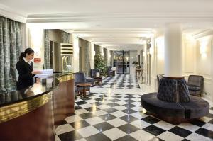 The lobby or reception area at Hôtel de Sèze & Spa Bordeaux Centre