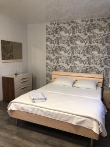 Кровать или кровати в номере Apartment Novaya Ilyinka 5