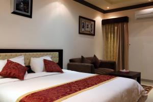 Cama ou camas em um quarto em Taleen AlQuds 2 hotel apartments