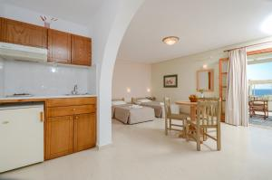 A kitchen or kitchenette at Hotel Proteas