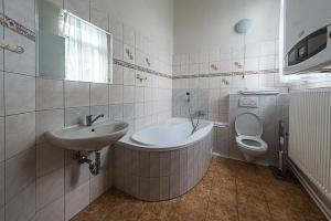 Koupelna v ubytování Apartmány vila Týniště