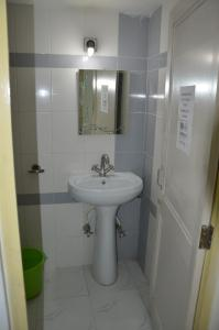 A bathroom at Udai Haveli Guest House