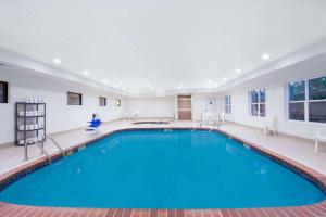The swimming pool at or near Wingate by Wyndham Columbia