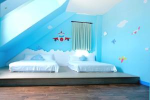 桔的堡親子民宿房間的床