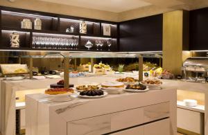 Um restaurante ou outro lugar para comer em BW Premier Collection CHC Continental