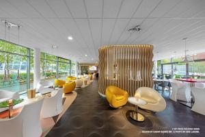 A restaurant or other place to eat at prizeotel Bremen-City
