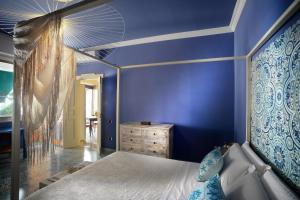 A bed or beds in a room at Donna Filomena Casa Vacanza di Charme