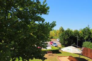 Вид на бассейн в Blue Orange Business Resort Prague или окрестностях