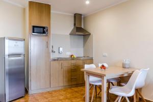 A kitchen or kitchenette at Apartamentos Blancala