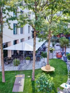 Ein Garten an der Unterkunft STAGE 12 Hotel by Penz