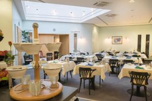 A restaurant or other place to eat at Best Western Hotel im Forum Mülheim