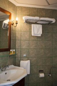 A bathroom at Nostos Guesthouse