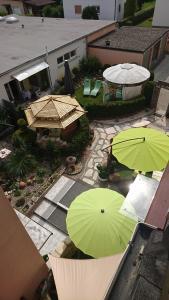 Ein Blick auf den Pool von der Unterkunft ApartmentHotel Vollumen oder aus der Nähe
