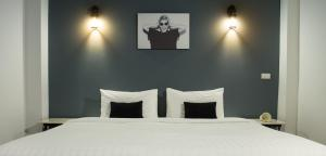 A bed or beds in a room at The Rodman Hotel
