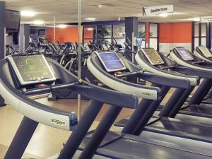 The fitness center and/or fitness facilities at Mercure Hotel Tilburg Centrum
