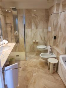 A bathroom at Circeo Park Hotel