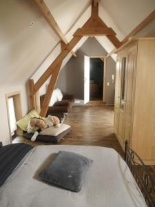 A bed or beds in a room at Gite 3 épis Tour de Charme