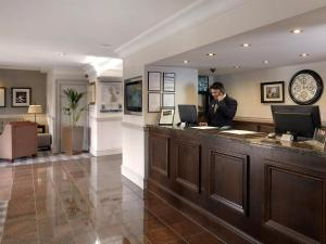 The lobby or reception area at Macdonald Tickled Trout Hotel