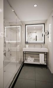 A bathroom at Park Plaza Utrecht