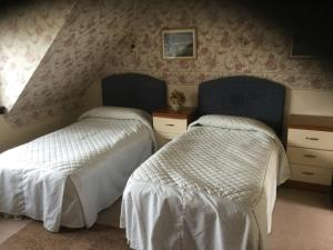 A bed or beds in a room at Arbor Travel Lodge