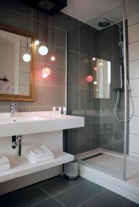 A bathroom at Mercure Lyon Centre - Gare Part Dieu