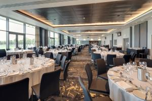 A restaurant or other place to eat at Hilton Garden Inn Doncaster Racecourse