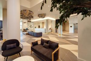 The lobby or reception area at Hilton Garden Inn Doncaster Racecourse