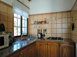 Een keuken of kitchenette bij La Hacienda BuenVivir - Apartamentos