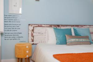 A bed or beds in a room at Casas da Baixa - Jules & Madeleine