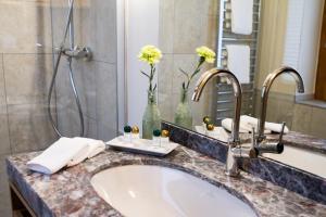 A bathroom at Central-Hotel Kaiserhof