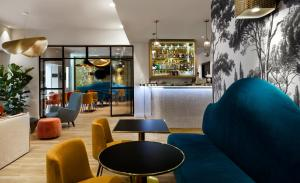 The lounge or bar area at Hotel Verlaine