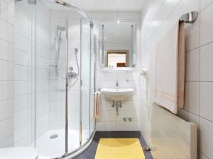 A bathroom at Biergasthof Riedberg